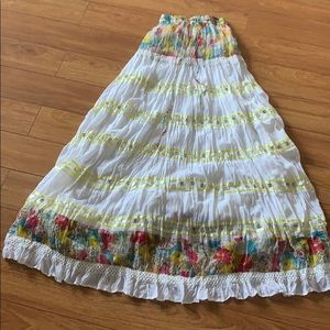 RHUSHBOO White and Flowery Long Skirt